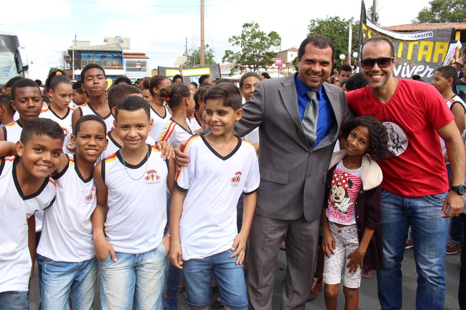 VEREADOR DR. JOSÉ ANTONIO PROPÕE AO PREFEITO RICARDO MASCARENHAS CRIAR O CENTRO CULTURAL DE MÚSICA E ARTES AONDE ATUALMENTE SE ENCONTRA AS RUÍNAS DA LIRA FILARMÔNICA MAESTRINA ZULMIRA SILVANY.
